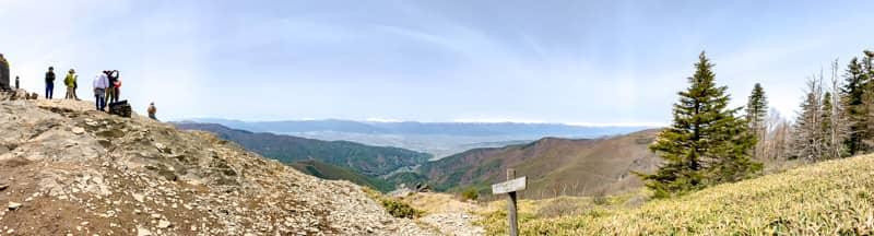 長野県の中心に位置する山で周りを遮る高い山が無く