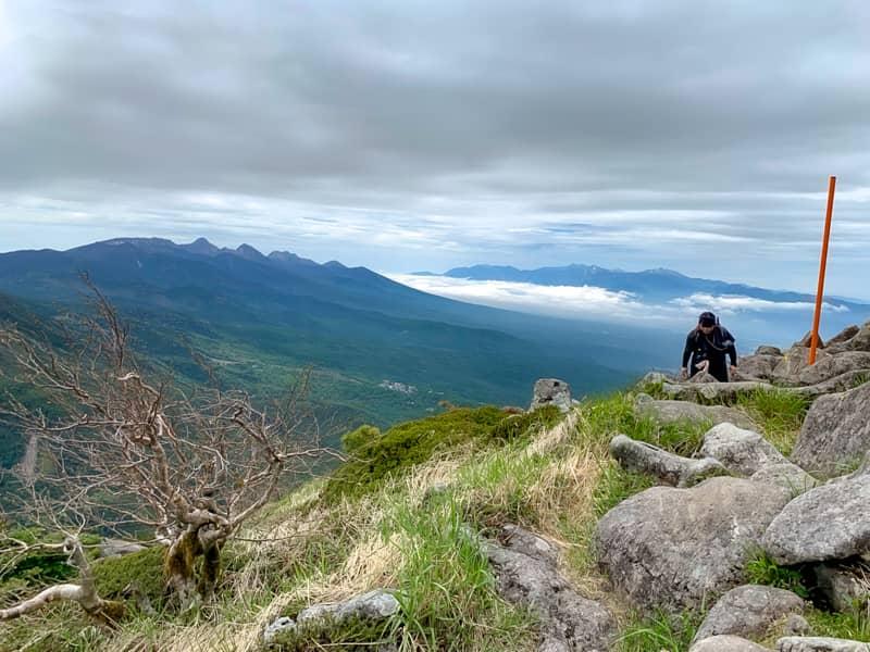 山頂一面岩だらけなので同じような景色が続きますが-1
