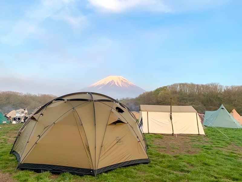 競合する超巨大ドームテントをご紹介
