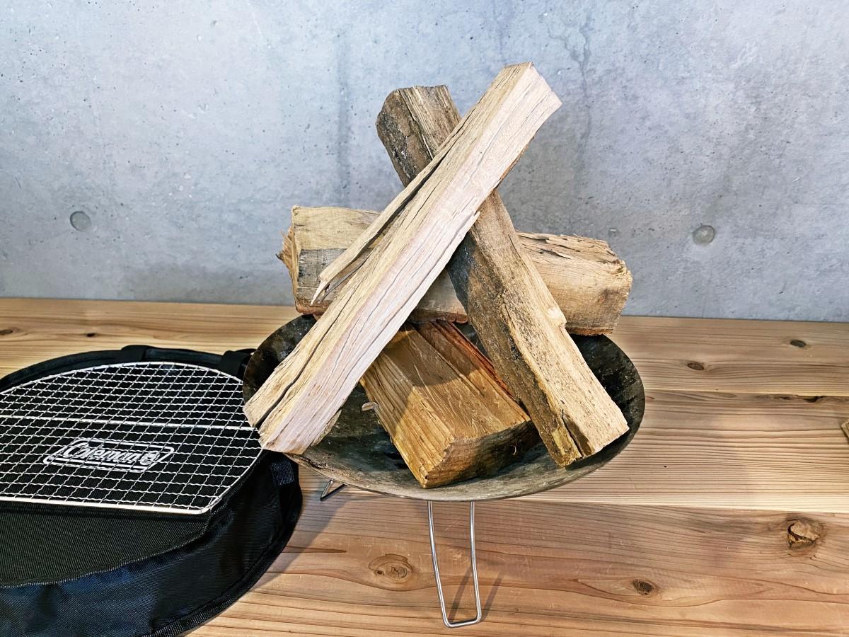 薪を乗せた状態のColeman ファイアーディスクソロ