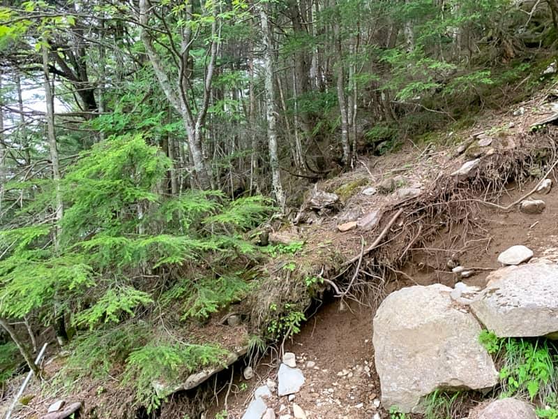 2回目の岩場の急登を登る