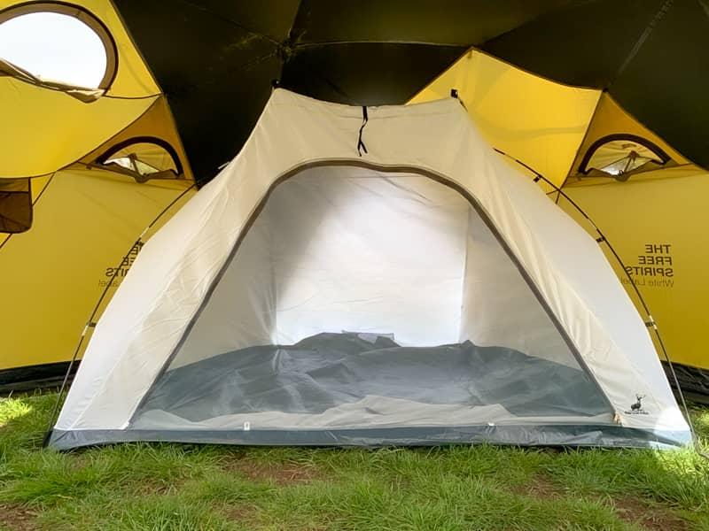 4人用のインナーテントにも関わらず自立式テントなので