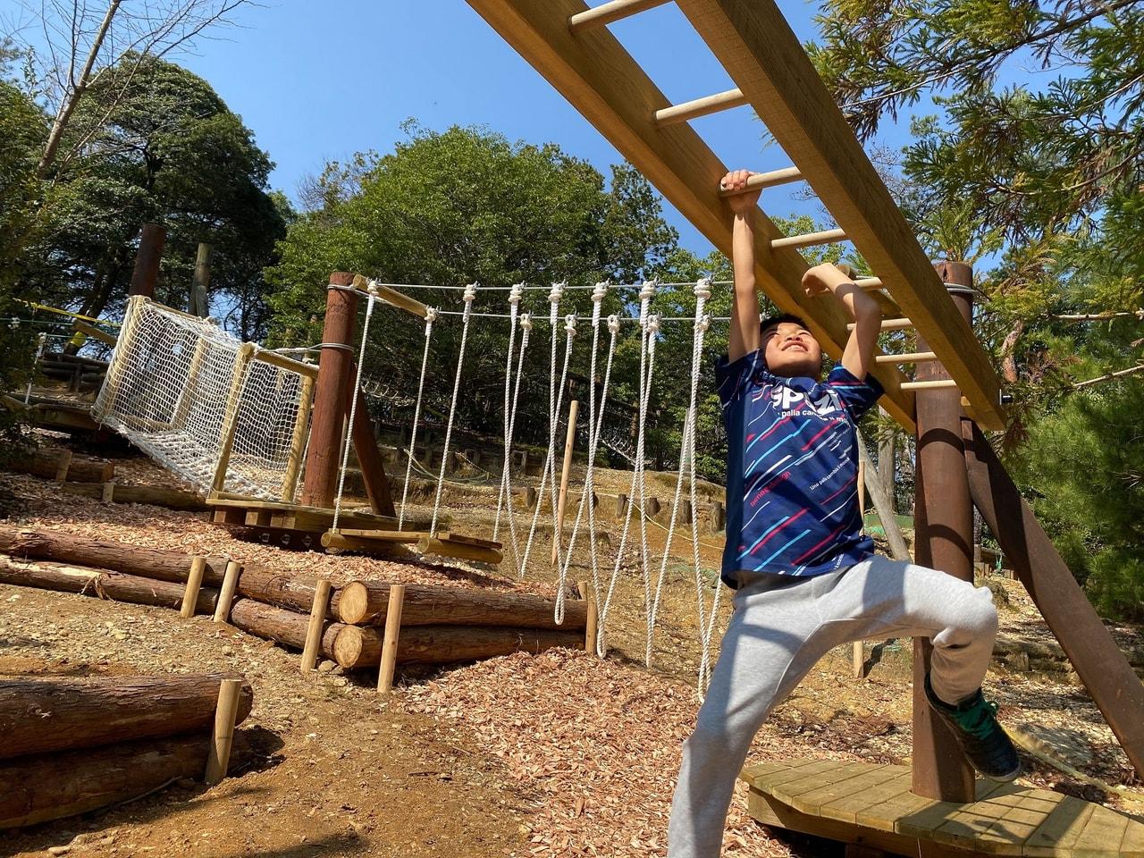 TOMOSHIBI CAMPで遊ぶ子供