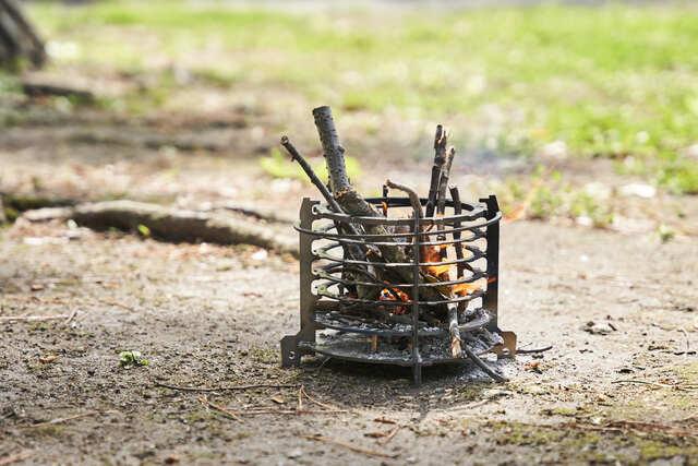 キャンプツーリングに必須の焚き火台が爆誕!ソロキャンプで使いたい「MotoGrill」紹介