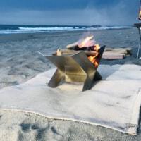 使うほど黄金に近づく!?存在感抜群でシンプルな焚火台「PRYOファイヤーブリッジ」