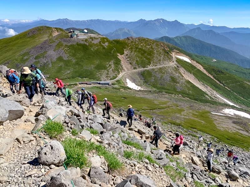 僅か90分で標高3000メートル級の山に登れることと