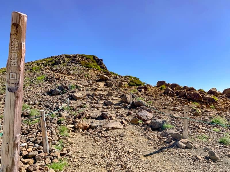 周りが絶景だらけで目のやり場に困っているうちに富士見岳分岐に到着