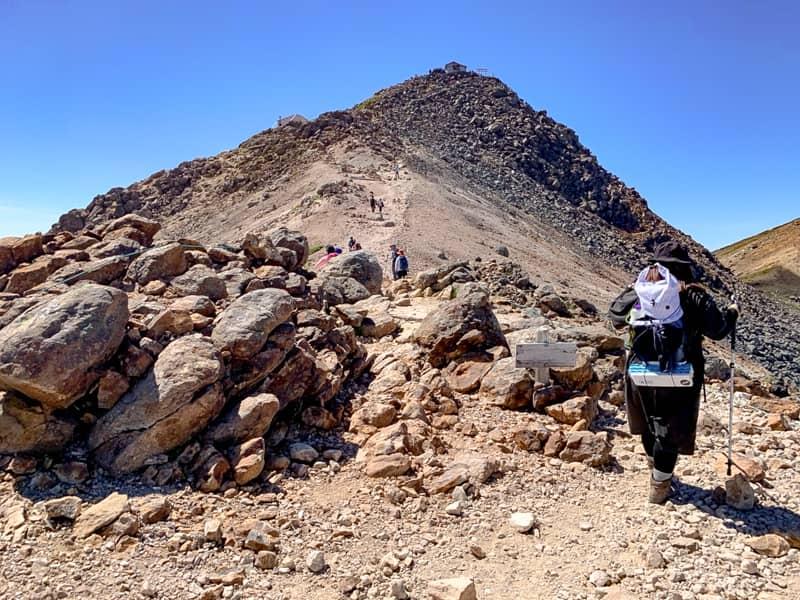 残るは乗鞍岳最高峰、剣ヶ峰を目指すのみです。