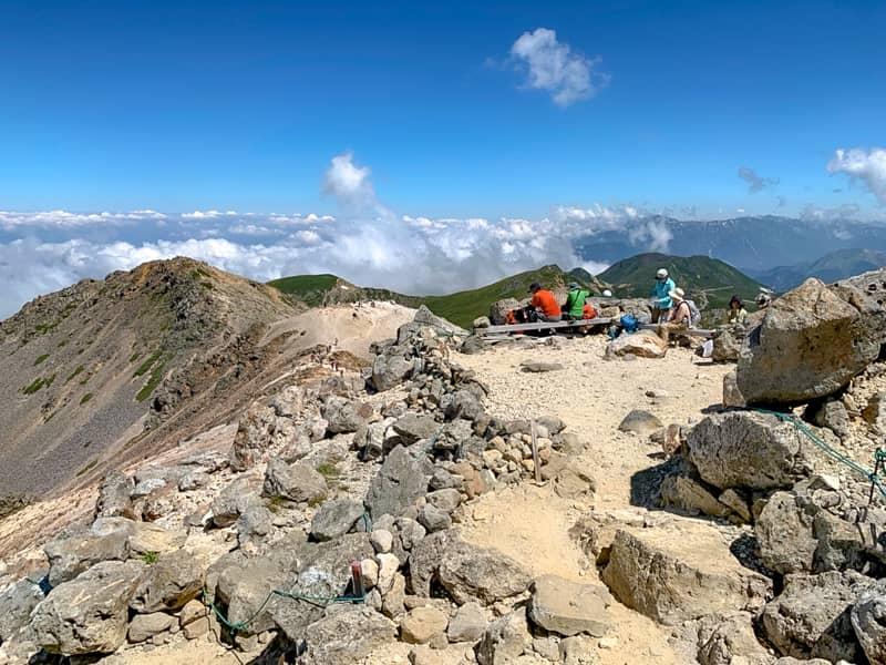 気軽に標高3000メートルの山を楽しめる唯一の山です