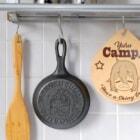 キャンプとおうちで大活躍!「【ゆるキャン△】おひとりさま肉食うかいスキレット」が発売!