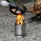 「コメスト」の時代が来るか?コメリからコスパ最高な焚き火ストーブが発売開始!