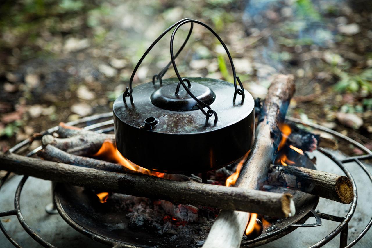焚き火キャンパー注目のブランド「TAKIBISM」から激シブ鉄製ケトル『フェトル』が登場