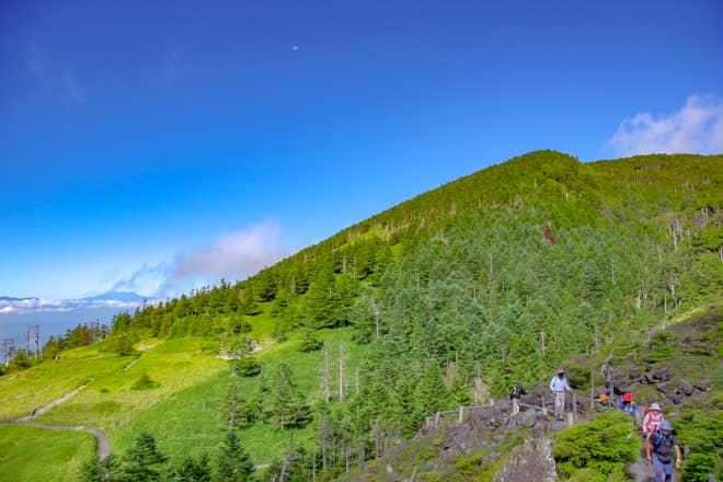 八ヶ岳で唯一、活火山に認定されている山