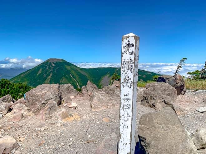 北横岳北峰山頂です