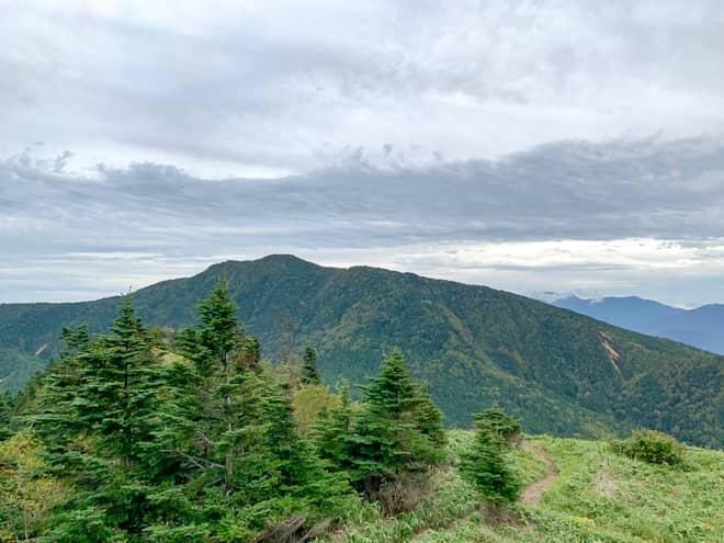 どの方向を見ても山々を見下ろすことが出来る絶景の山
