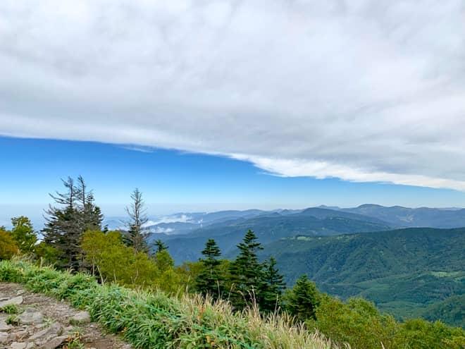 山頂の周りには視界をさえぎるものはなく360度パノラマビュー
