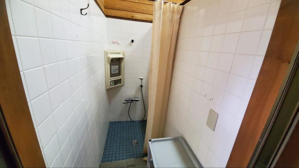 /6152-個室コインシャワーの内観-1024x576