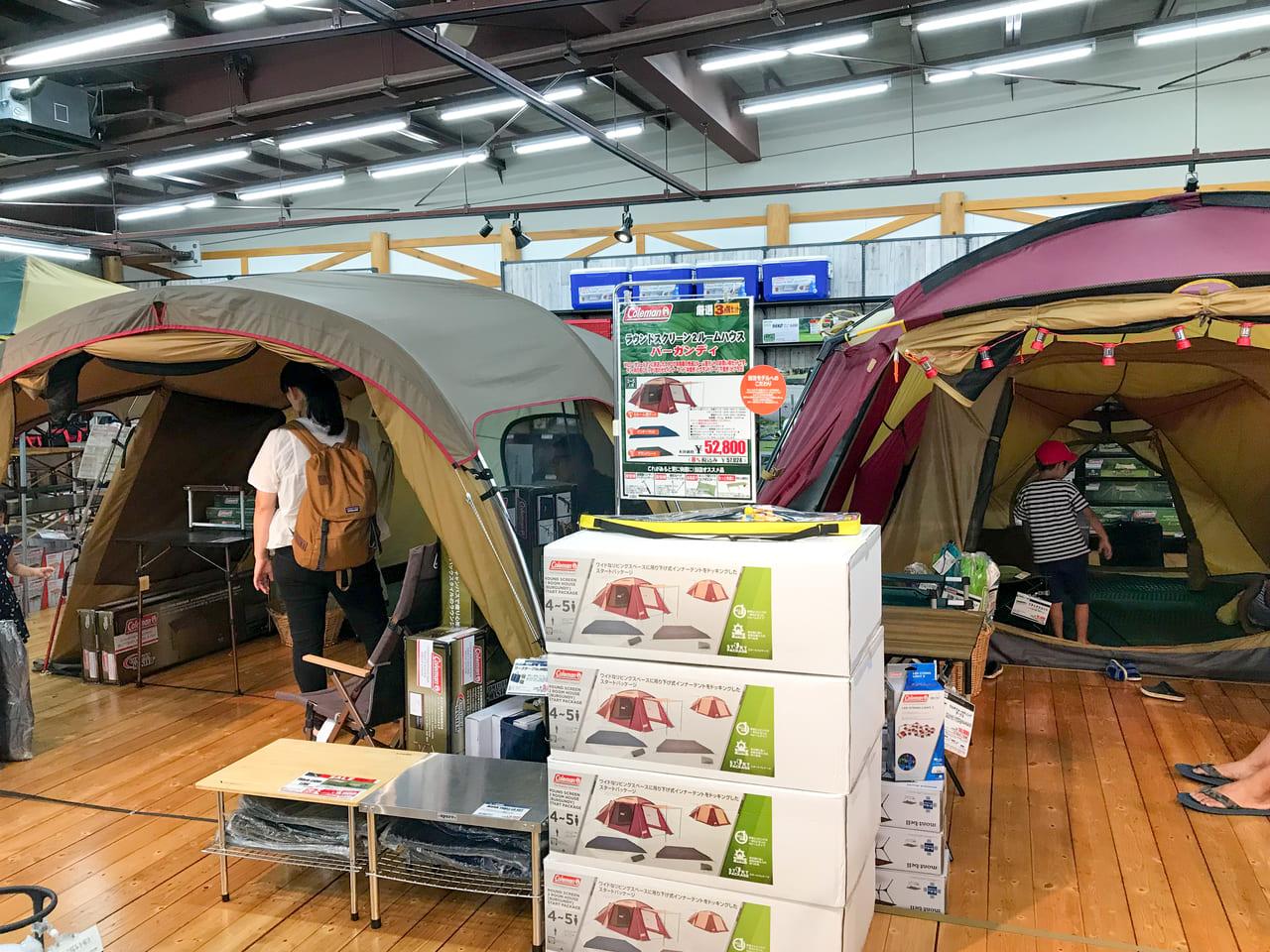 /WILD-1多摩ニュータウン店に展示されているコールマンのテント