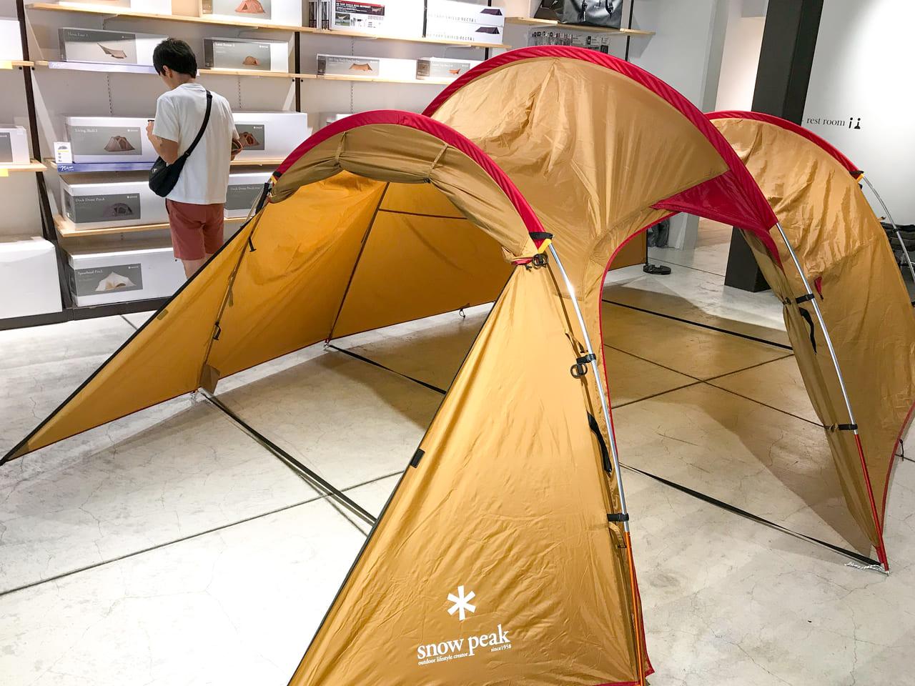 /snowpeakの展示テントはシェルター使用のヴォールト